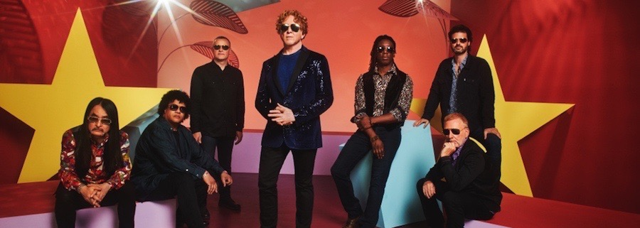 Simply Red 2019 vor roter Kulisse