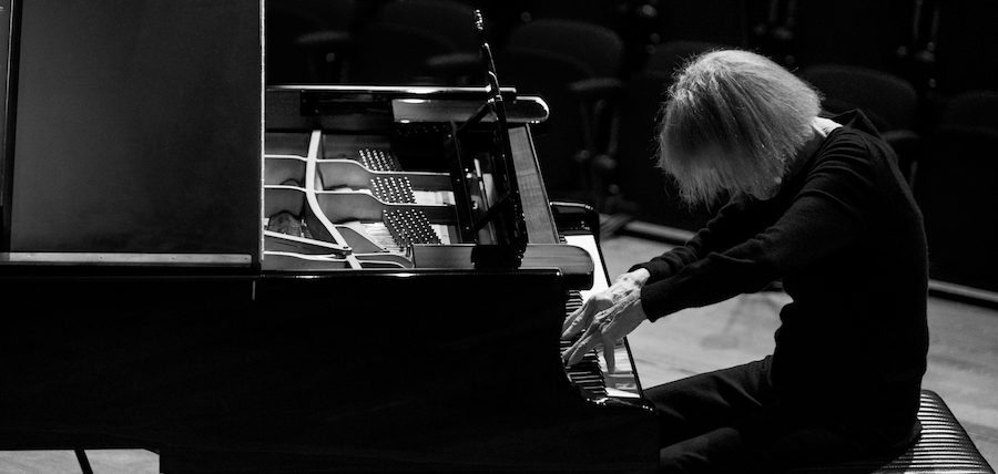 Carla Bley am Piano