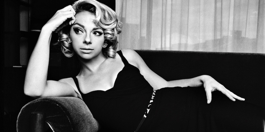 "Samantha Fish liegt auf dem Sofa | Die Review zur LP ""Belle Of The West"""